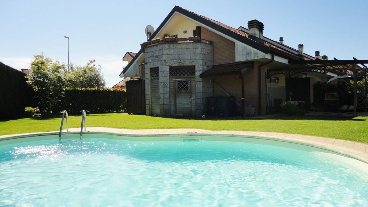 Villa-con-piscina-in-vendita-a-Busnago-in-Brianza-11
