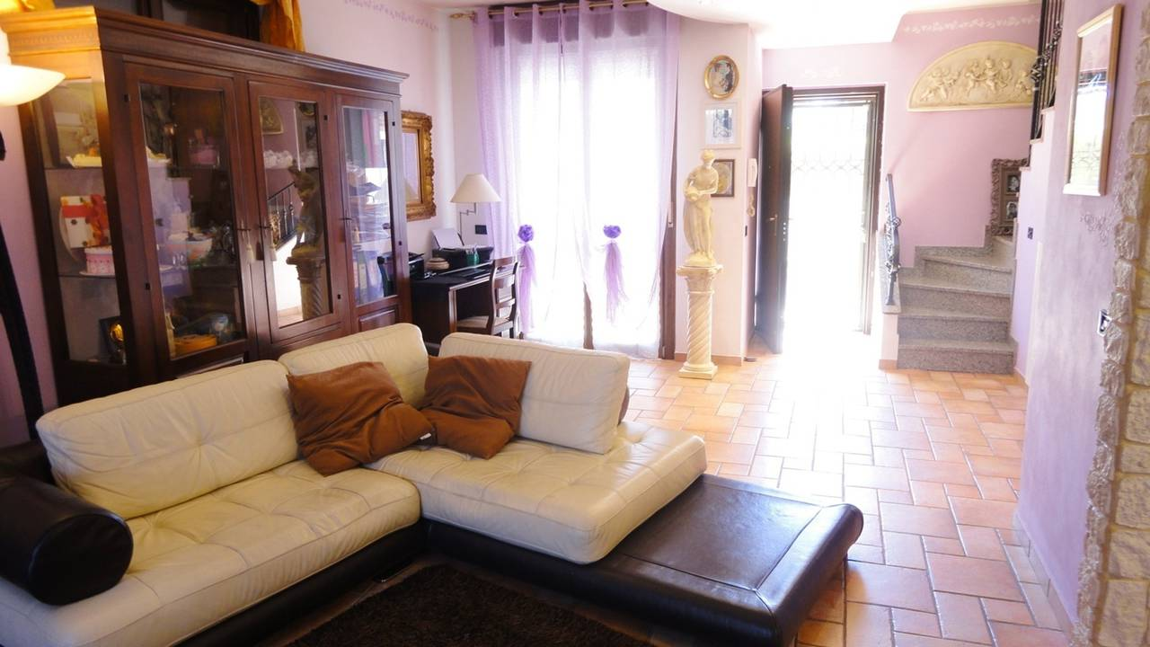 Villa-con-piscina-in-vendita-a-Busnago-in-Brianza-17