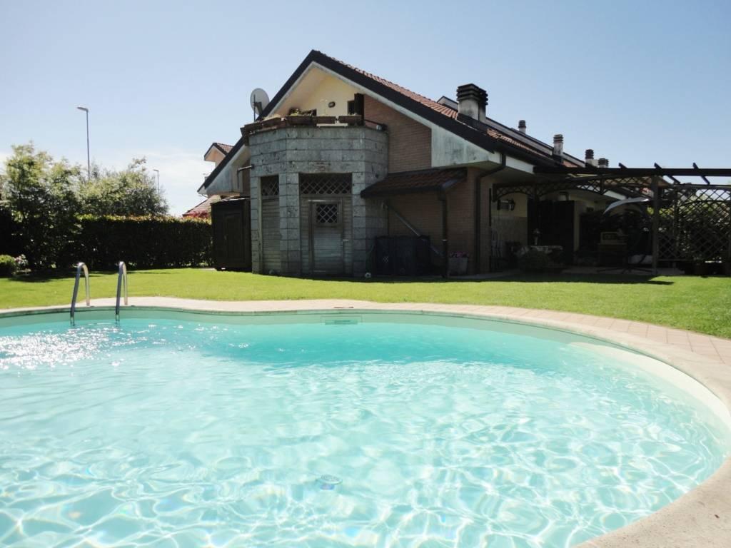 Villa-con-piscina-in-vendita-a-Busnago-in-Brianza-18