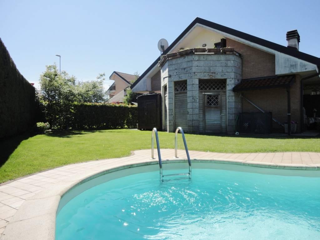 Villa-con-piscina-in-vendita-a-Busnago-in-Brianza-21