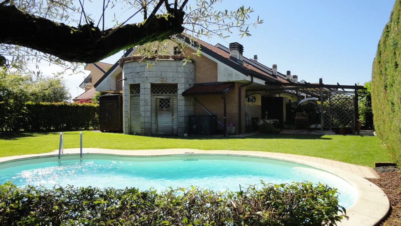 Villa-con-piscina-in-vendita-a-Busnago-in-Brianza-24
