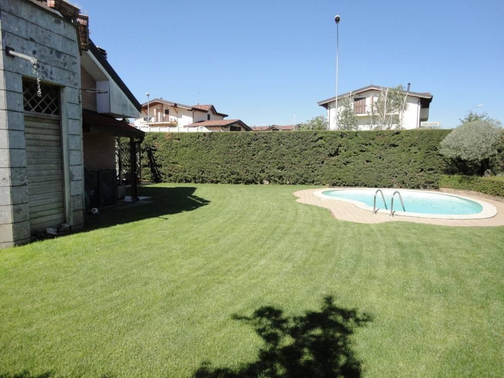 Villa-con-piscina-in-vendita-a-Busnago-in-Brianza-25