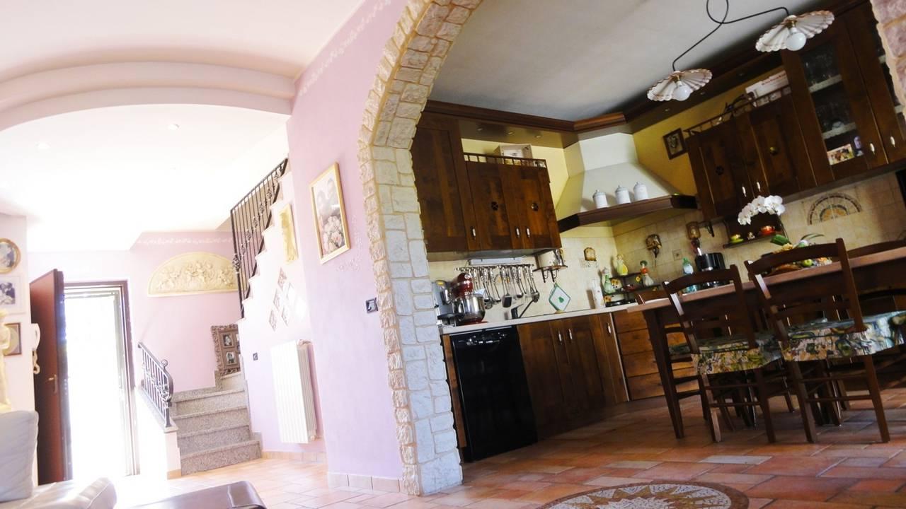 Villa-con-piscina-in-vendita-a-Busnago-in-Brianza-3