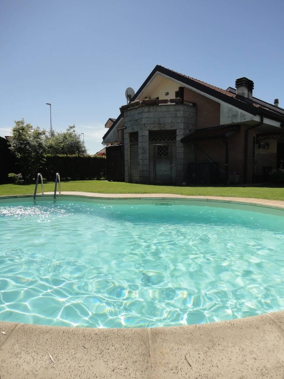 Villa-con-piscina-in-vendita-a-Busnago-in-Brianza-6