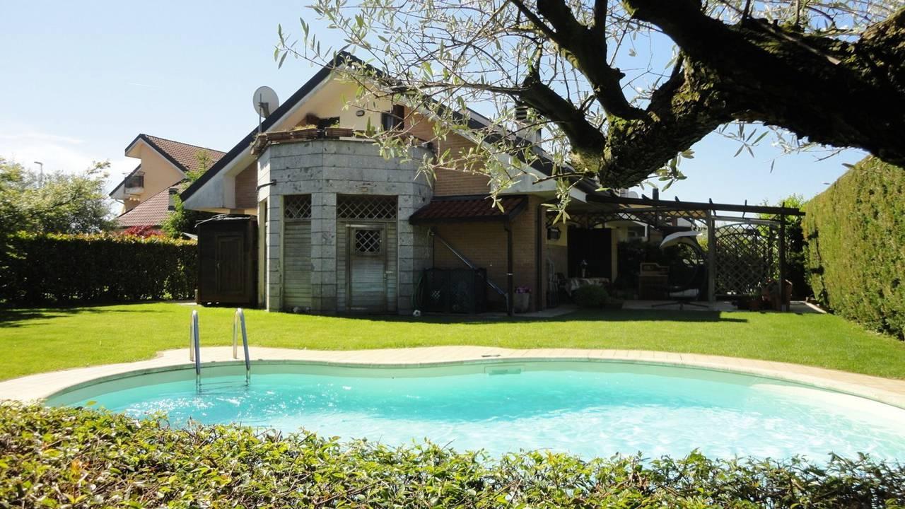 Villa-con-piscina-in-vendita-a-Busnago-in-Brianza