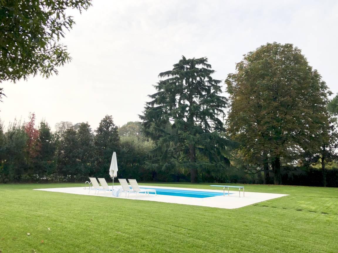 Villa-con-piscina-in-vendita-a-Lesmo-in-Brianza-11