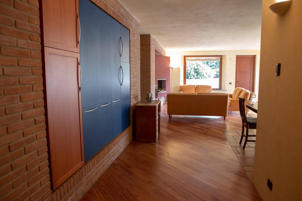 Villa-con-piscina-in-vendita-a-Lesmo-in-Brianza-26