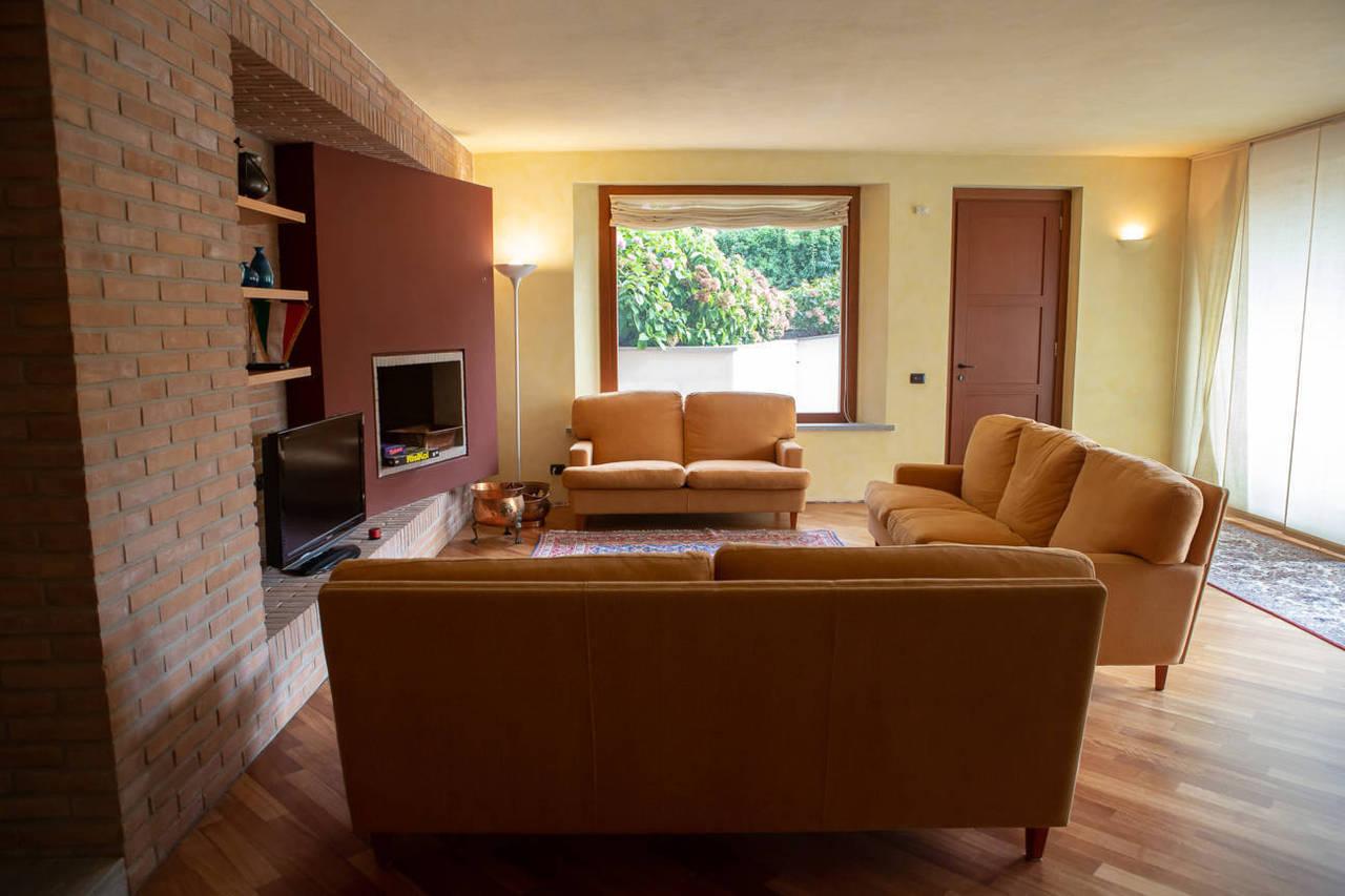 Villa-con-piscina-in-vendita-a-Lesmo-in-Brianza-29