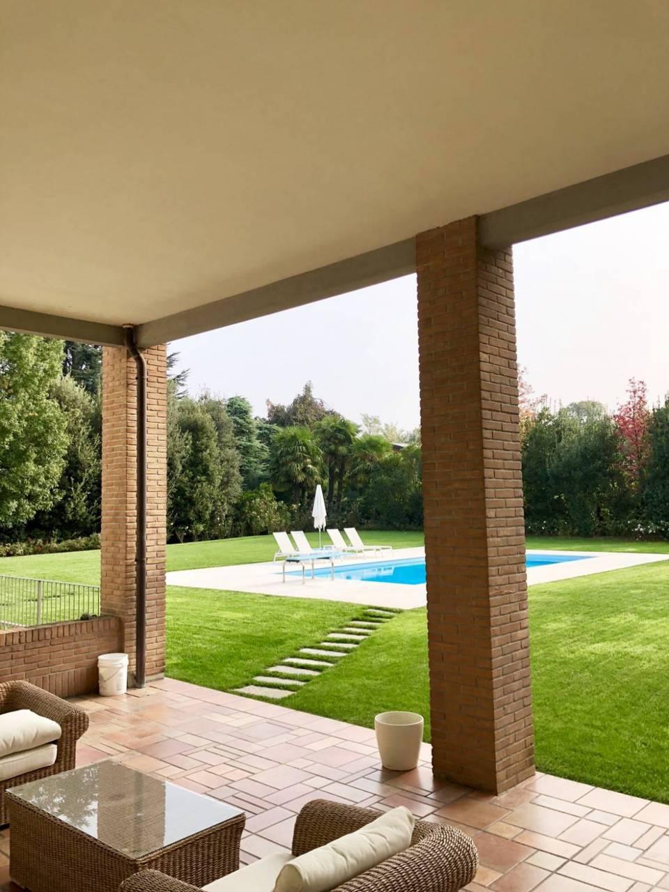 Villa-con-piscina-in-vendita-a-Lesmo-in-Brianza-5