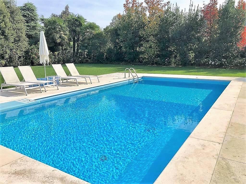Villa-con-piscina-in-vendita-a-Lesmo-in-Brianza-9