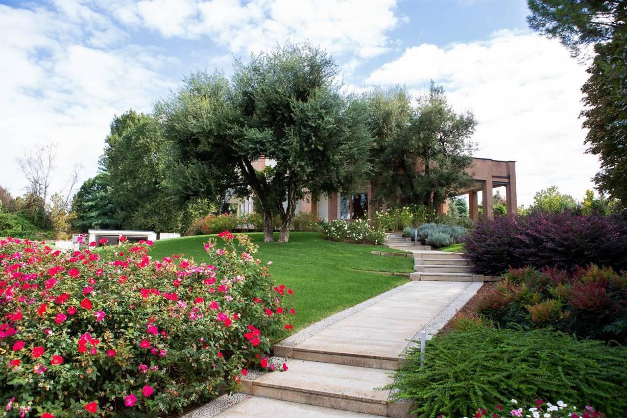 Villa-con-piscina-in-vendita-a-Lesmo-in-Brianza
