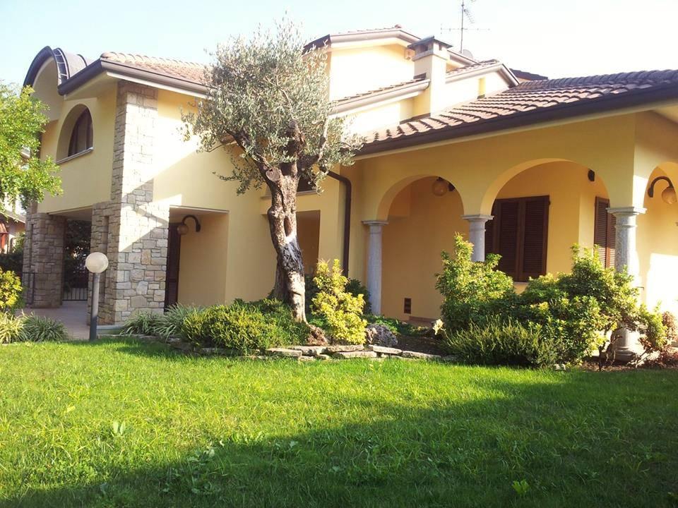 Villa-con-piscina-in-vendita-a-Mezzago-in-Brianza-1