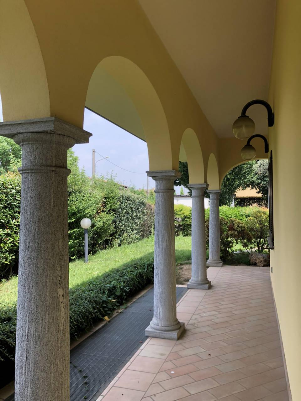 Villa-con-piscina-in-vendita-a-Mezzago-in-Brianza-12