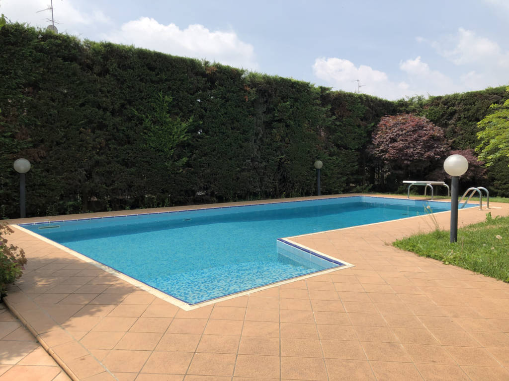 Villa-con-piscina-in-vendita-a-Mezzago-in-Brianza-13