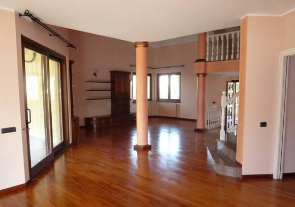 Villa-con-piscina-in-vendita-a-Mezzago-in-Brianza-15