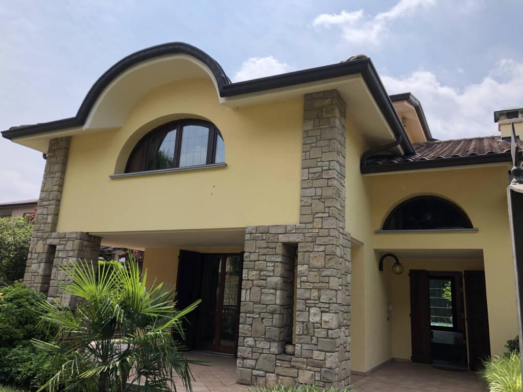 Villa-con-piscina-in-vendita-a-Mezzago-in-Brianza-5