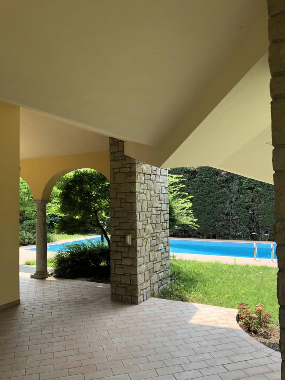 Villa-con-piscina-in-vendita-a-Mezzago-in-Brianza-6
