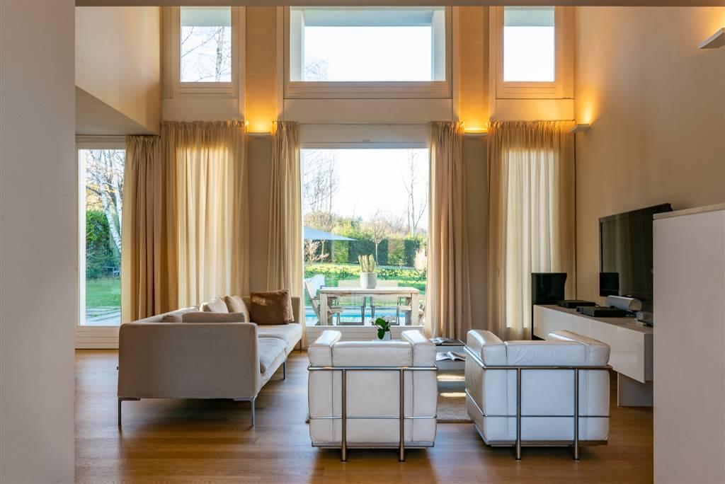Villa-con-piscina-in-vendita-a-Robbiate-1