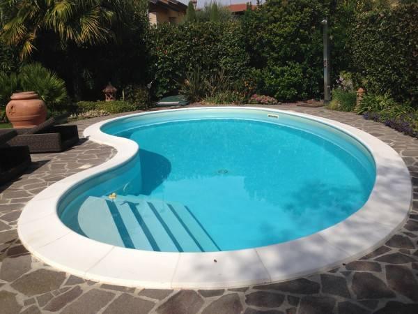 Villa-con-piscina-in-vendita-a-Roncello-1