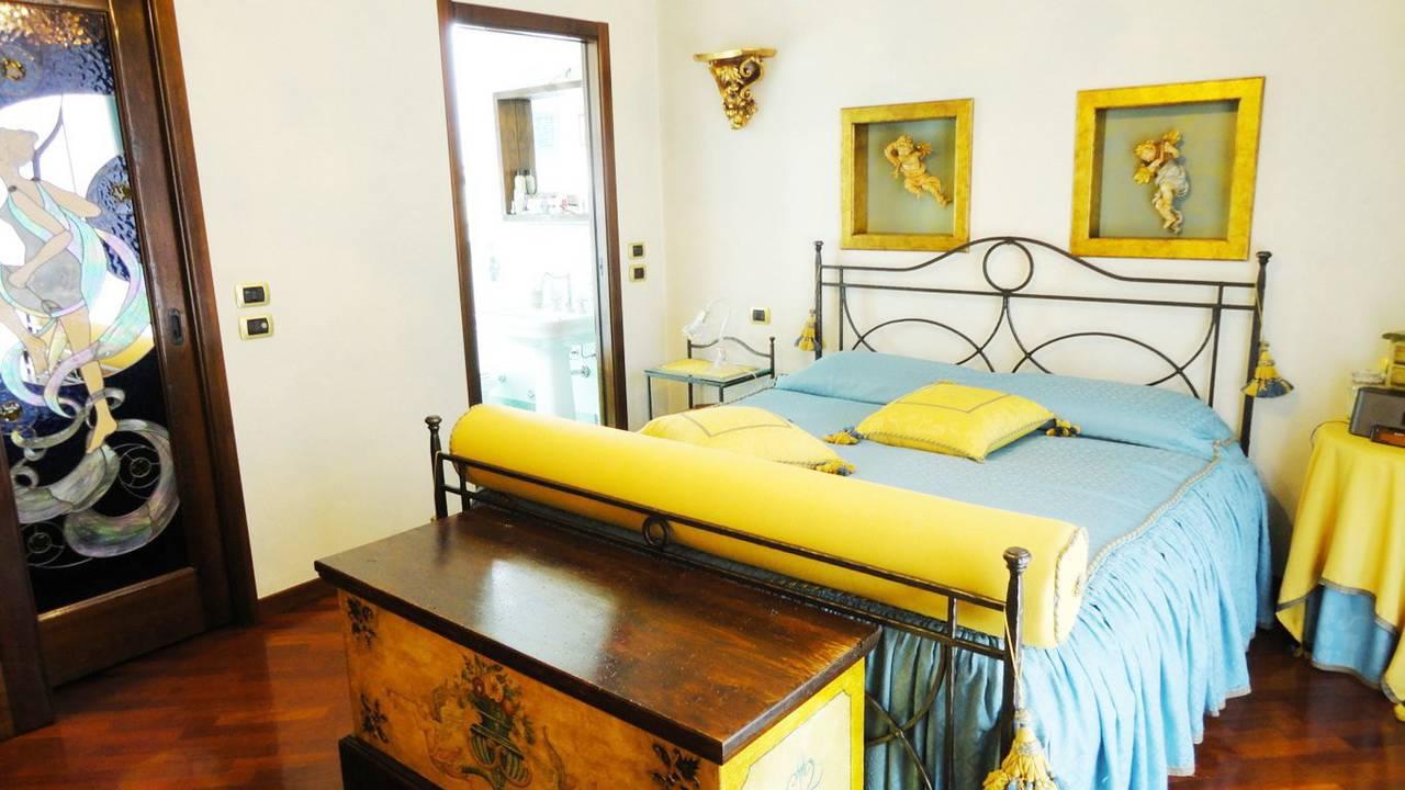 Villa-con-piscina-in-vendita-a-Roncello-18