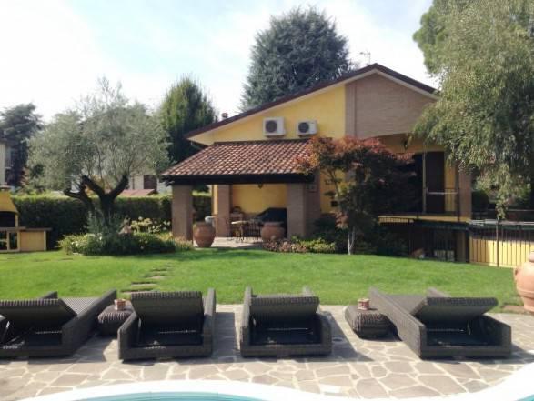 Villa-con-piscina-in-vendita-a-Roncello-5
