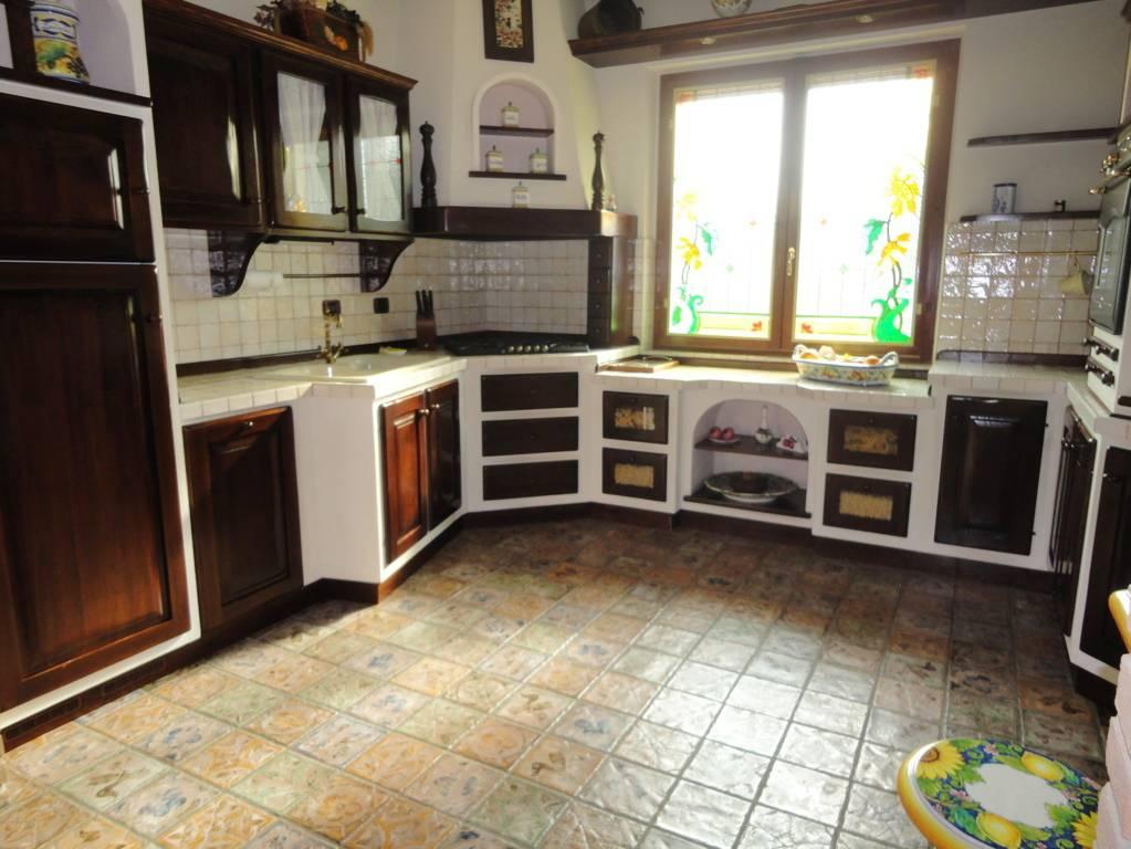 Villa-con-piscina-in-vendita-a-Roncello-7