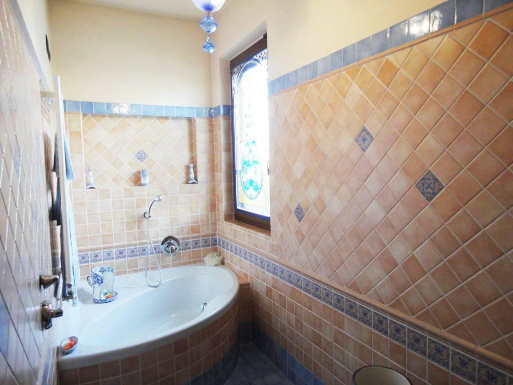 Villa-con-piscina-in-vendita-a-Roncello-8