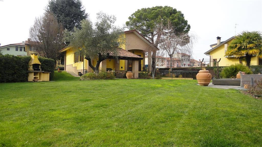 Villa-con-piscina-in-vendita-a-Roncello