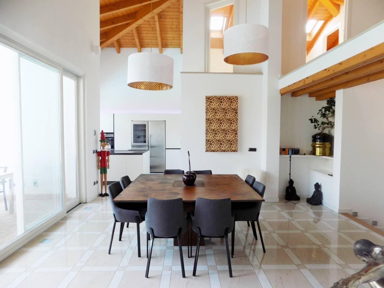 Villa-con-piscina-in-vendita-a-Trezzano-Rosa-1