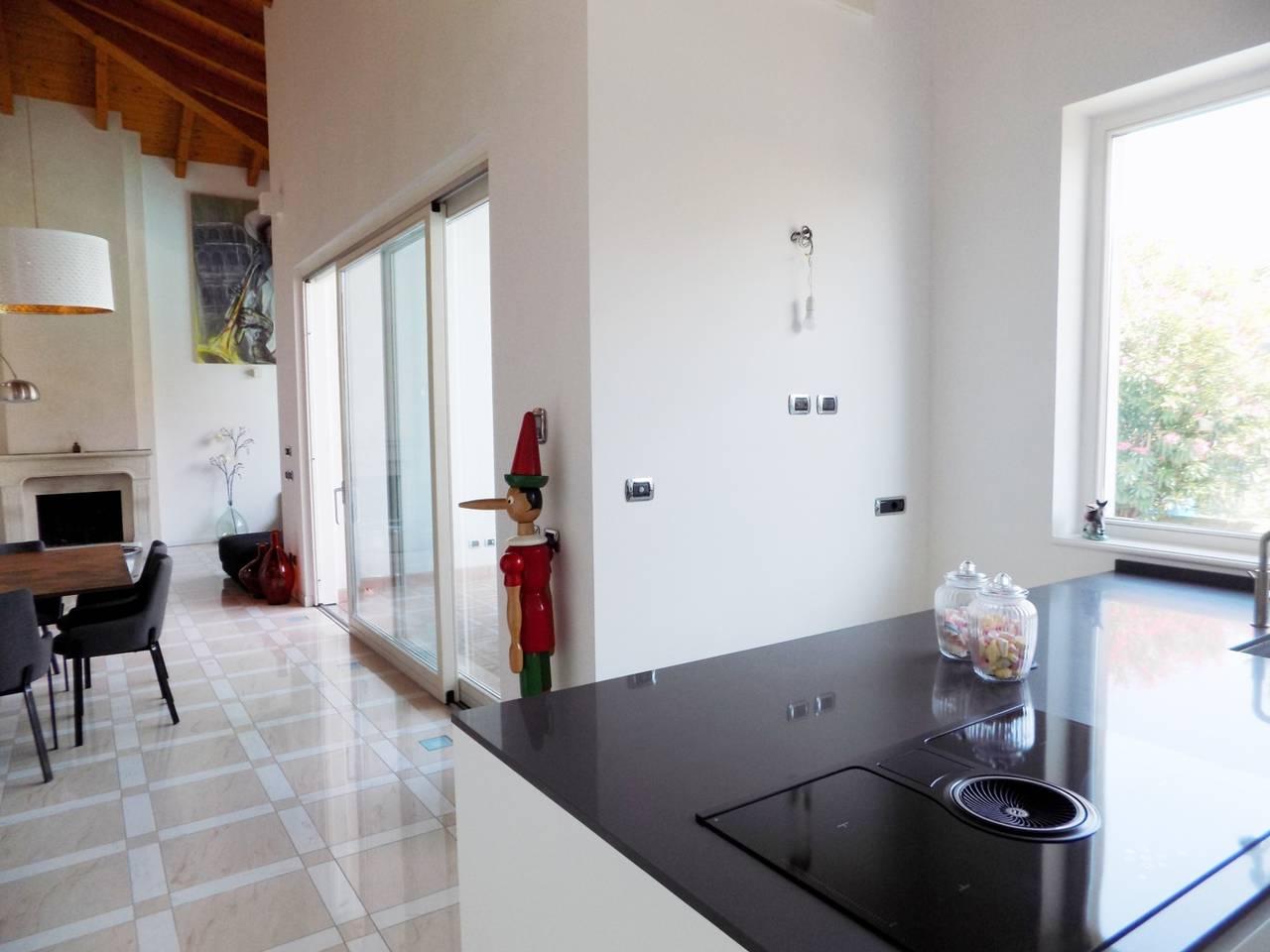 Villa-con-piscina-in-vendita-a-Trezzano-Rosa-12
