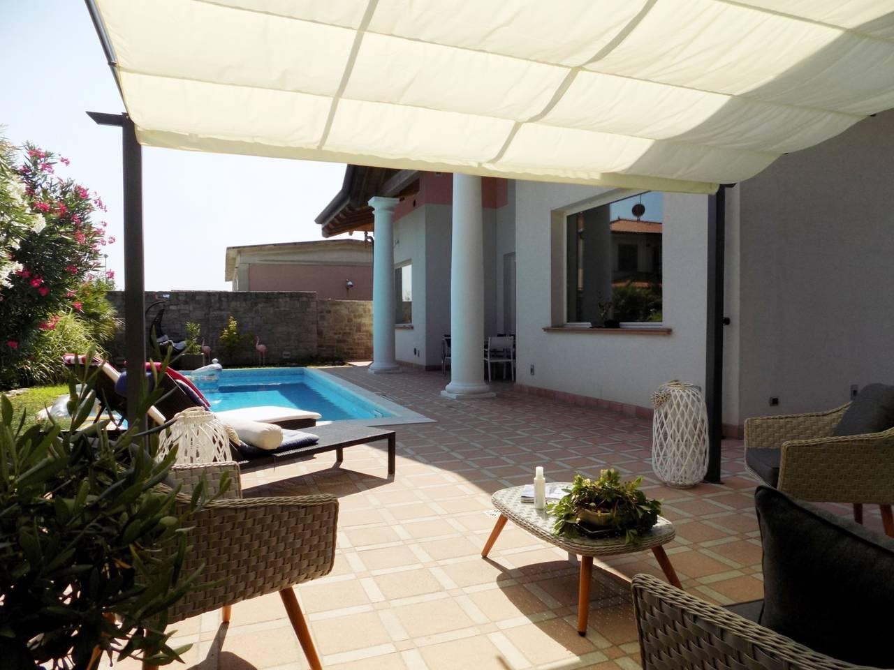 Villa-con-piscina-in-vendita-a-Trezzano-Rosa-14