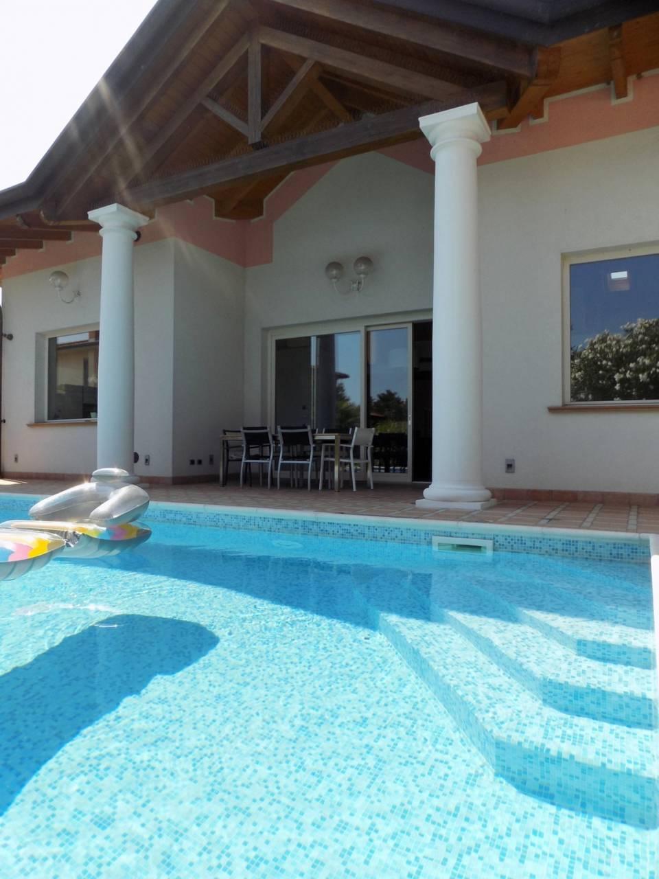 Villa-con-piscina-in-vendita-a-Trezzano-Rosa-17
