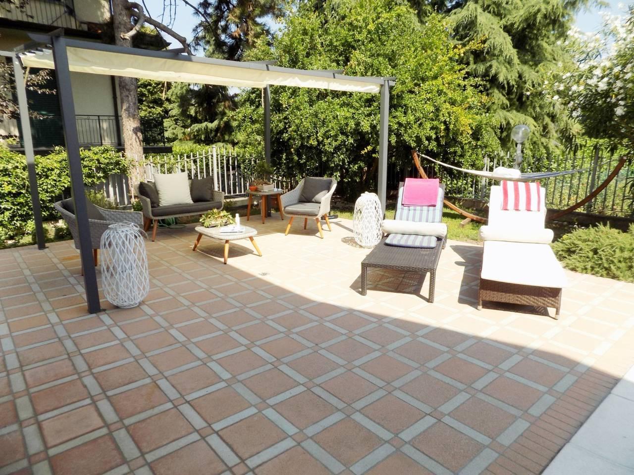 Villa-con-piscina-in-vendita-a-Trezzano-Rosa-18