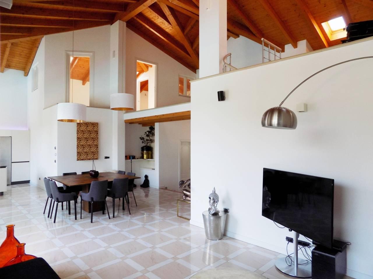 Villa-con-piscina-in-vendita-a-Trezzano-Rosa-20