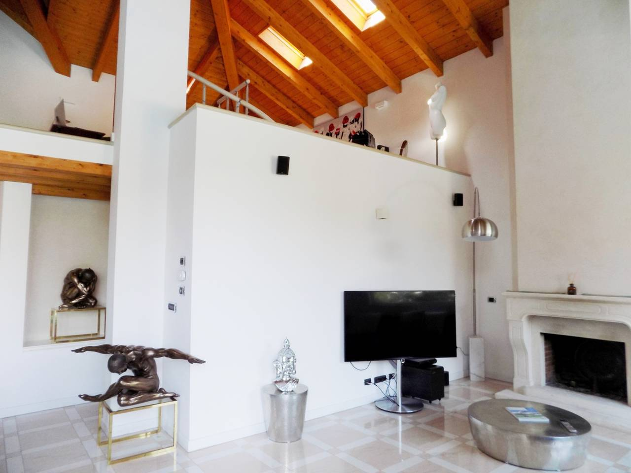 Villa-con-piscina-in-vendita-a-Trezzano-Rosa-23