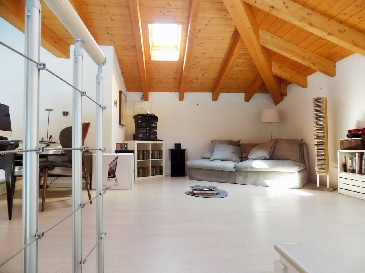 Villa-con-piscina-in-vendita-a-Trezzano-Rosa-26