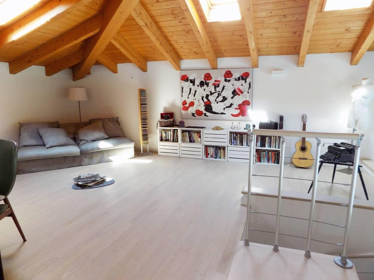 Villa-con-piscina-in-vendita-a-Trezzano-Rosa-28