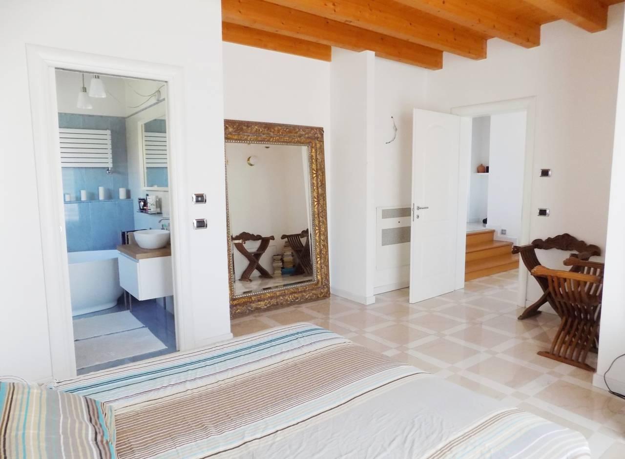 Villa-con-piscina-in-vendita-a-Trezzano-Rosa-29