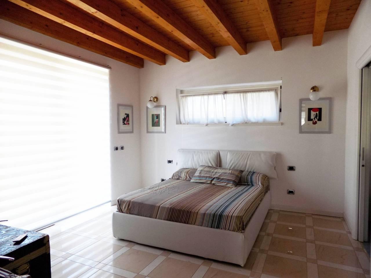 Villa-con-piscina-in-vendita-a-Trezzano-Rosa-30