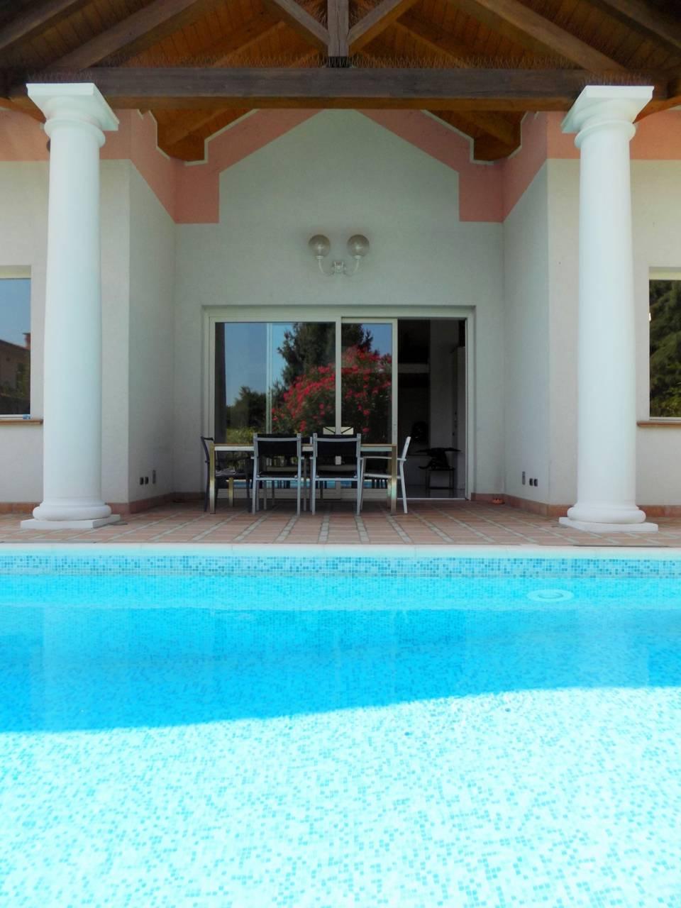 Villa-con-piscina-in-vendita-a-Trezzano-Rosa-31