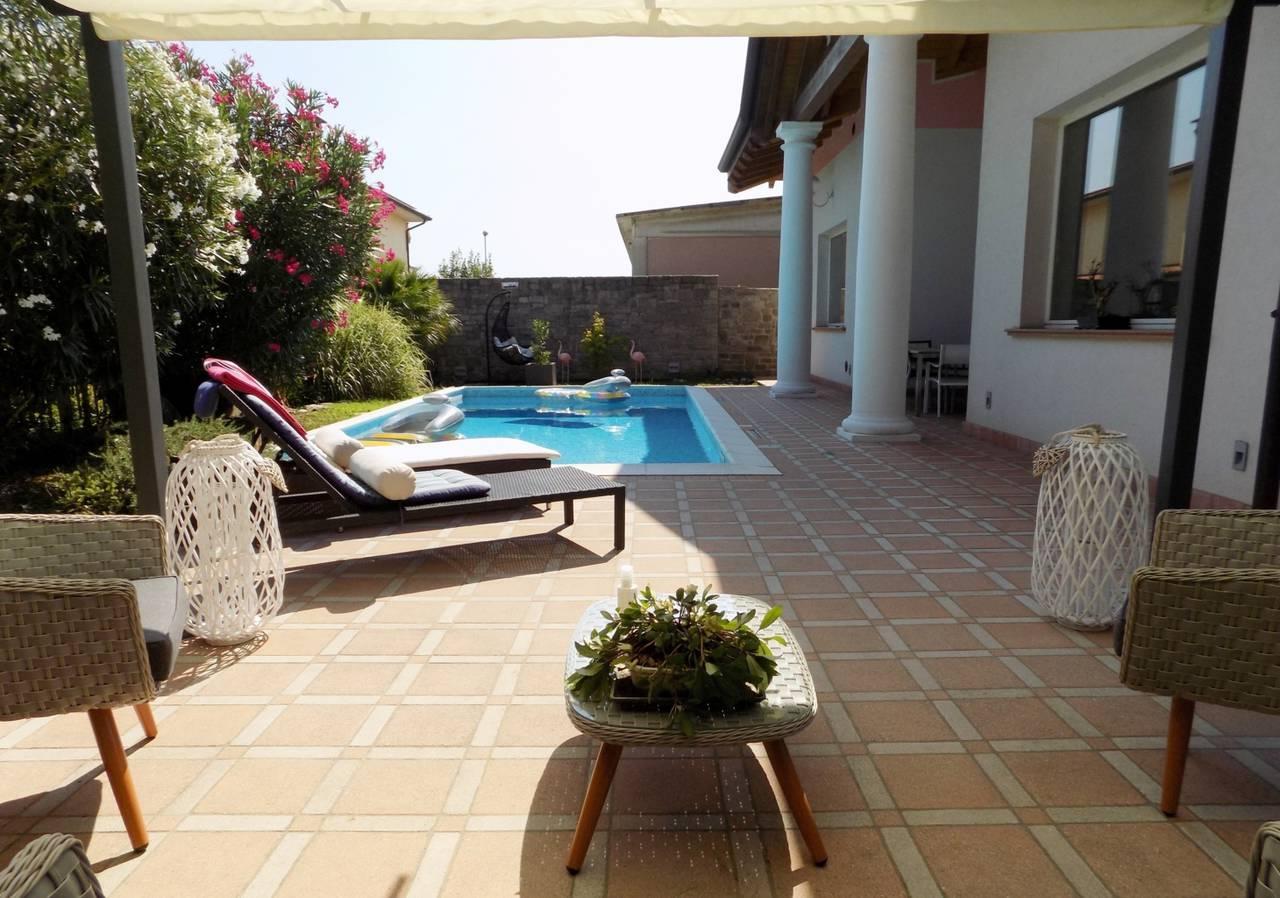 Villa-con-piscina-in-vendita-a-Trezzano-Rosa-32