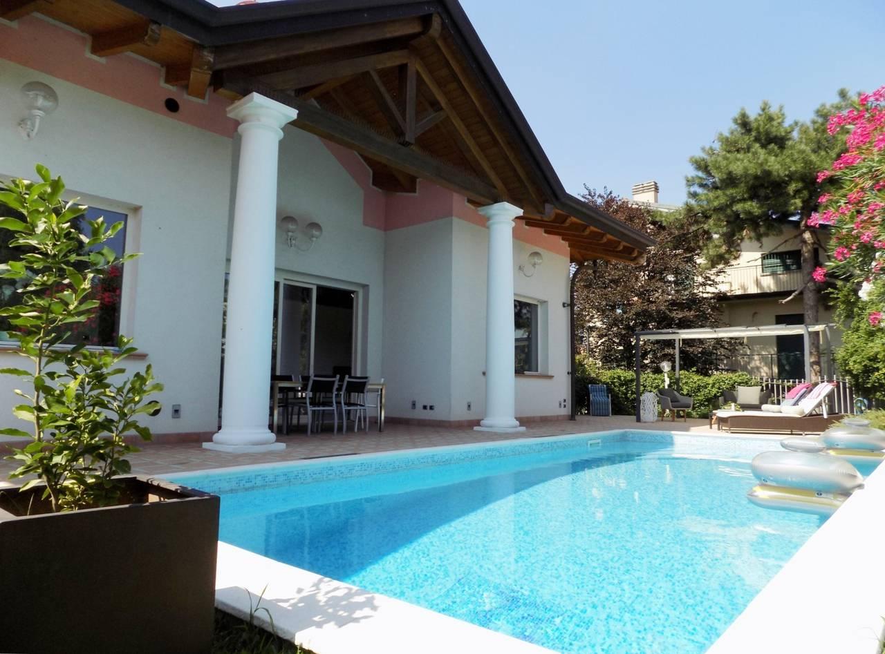 Villa-con-piscina-in-vendita-a-Trezzano-Rosa-33