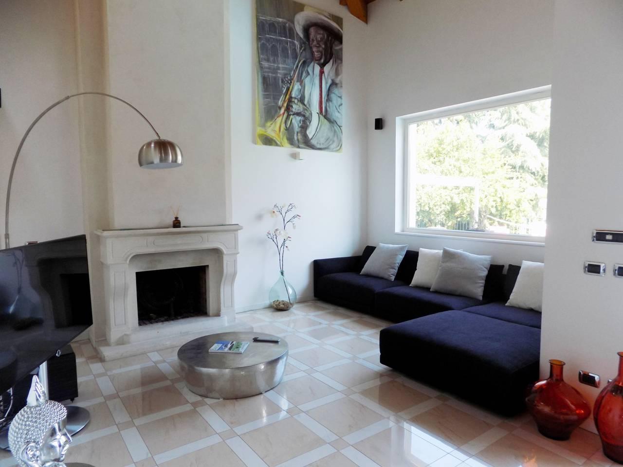 Villa-con-piscina-in-vendita-a-Trezzano-Rosa-5