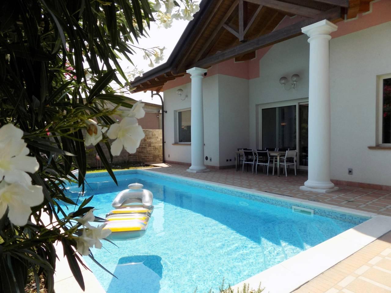 Villa-con-piscina-in-vendita-a-Trezzano-Rosa-6