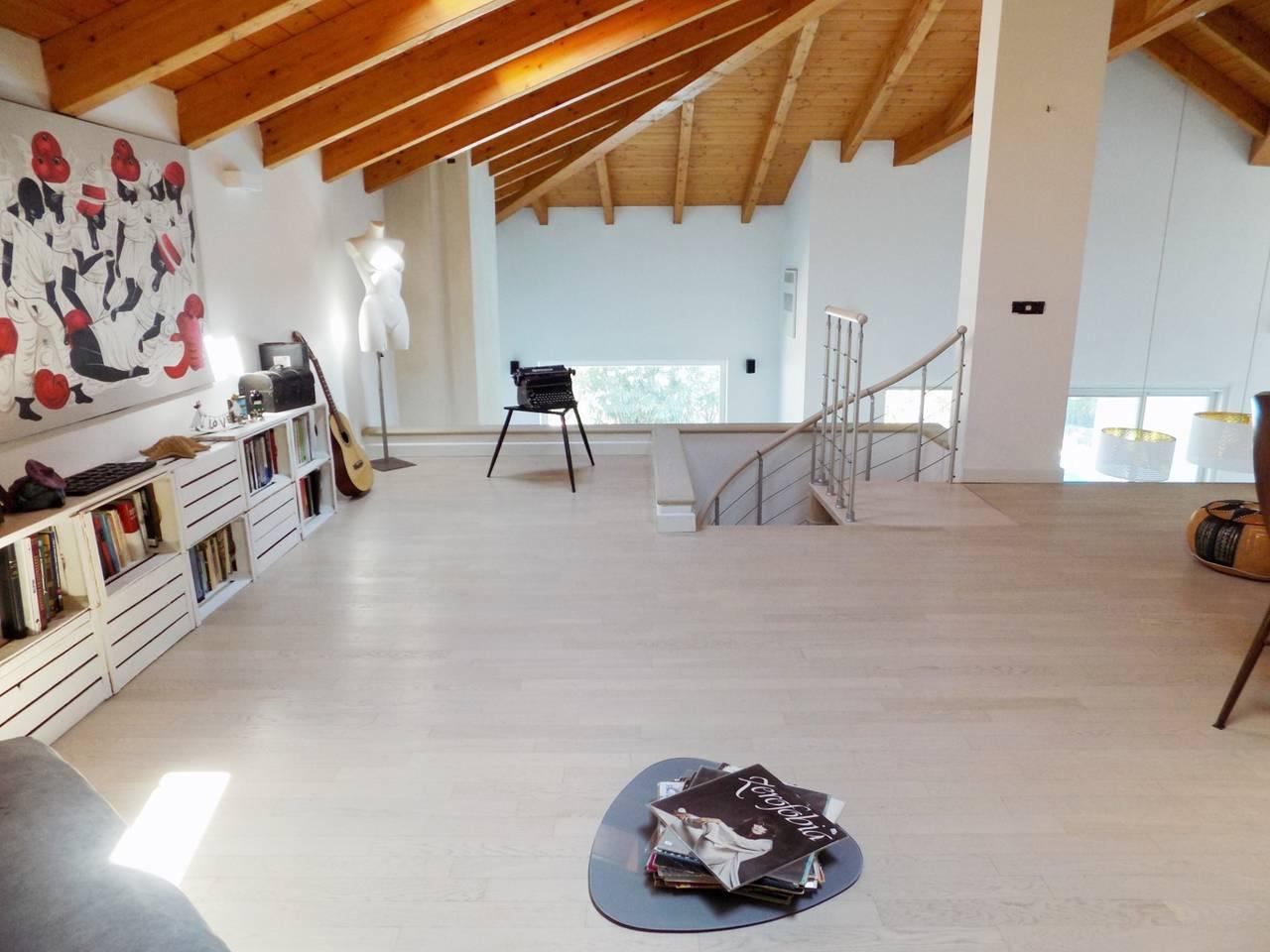 Villa-con-piscina-in-vendita-a-Trezzano-Rosa-9