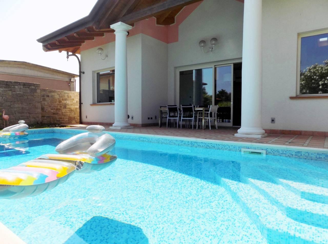 Piscina - Villa con piscina in vendita a Trezzano Rosa - Milano - 3