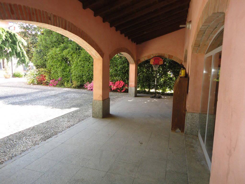 Villa-d39epoca-di-pregio-a-Missaglia-19