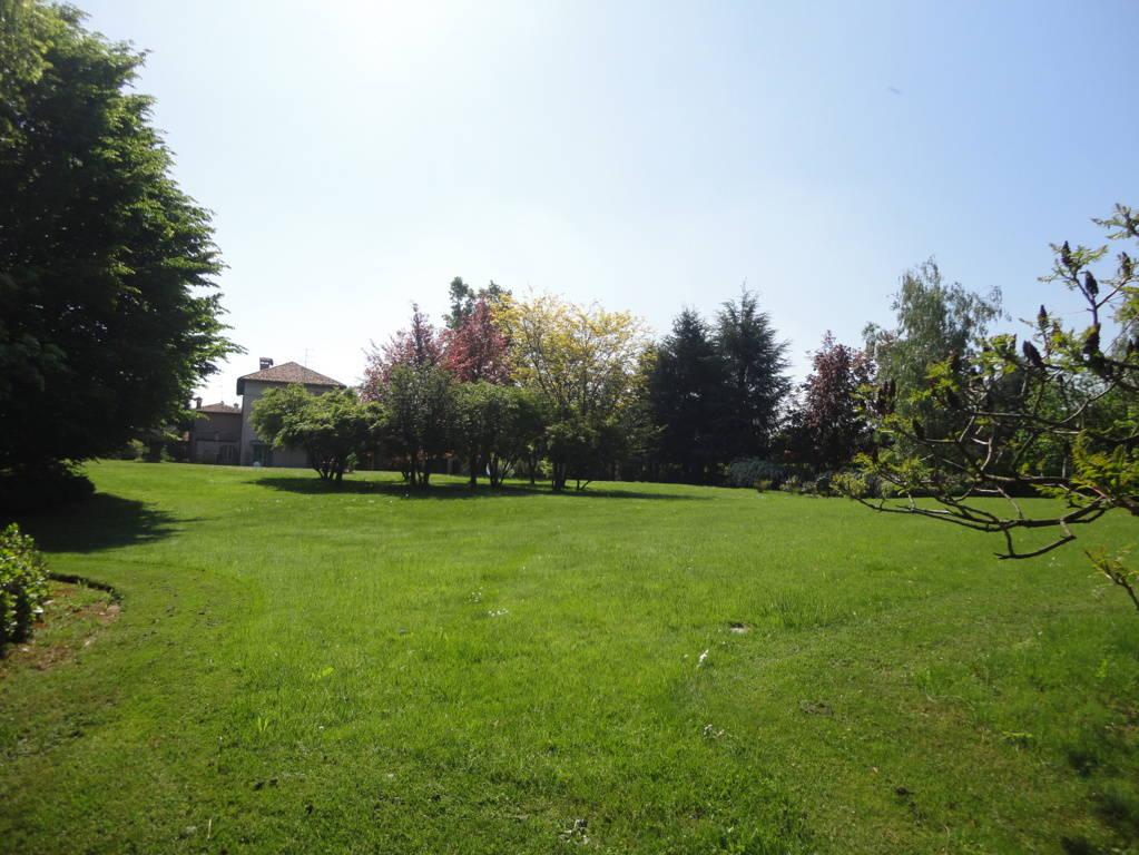 Villa-d39epoca-di-pregio-a-Missaglia-33