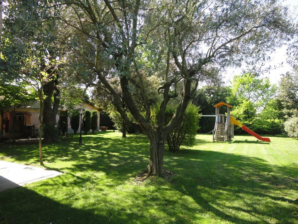 Villa-d39epoca-di-pregio-a-Missaglia-6