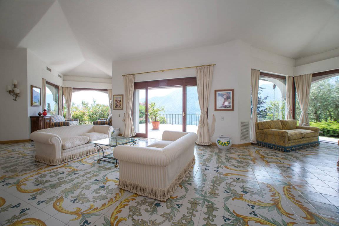 Villa-di-lusso-sul-Lago-di-Como-in-vendita-a-Mezzegra-12